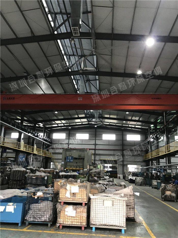 工厂安装工业大风扇