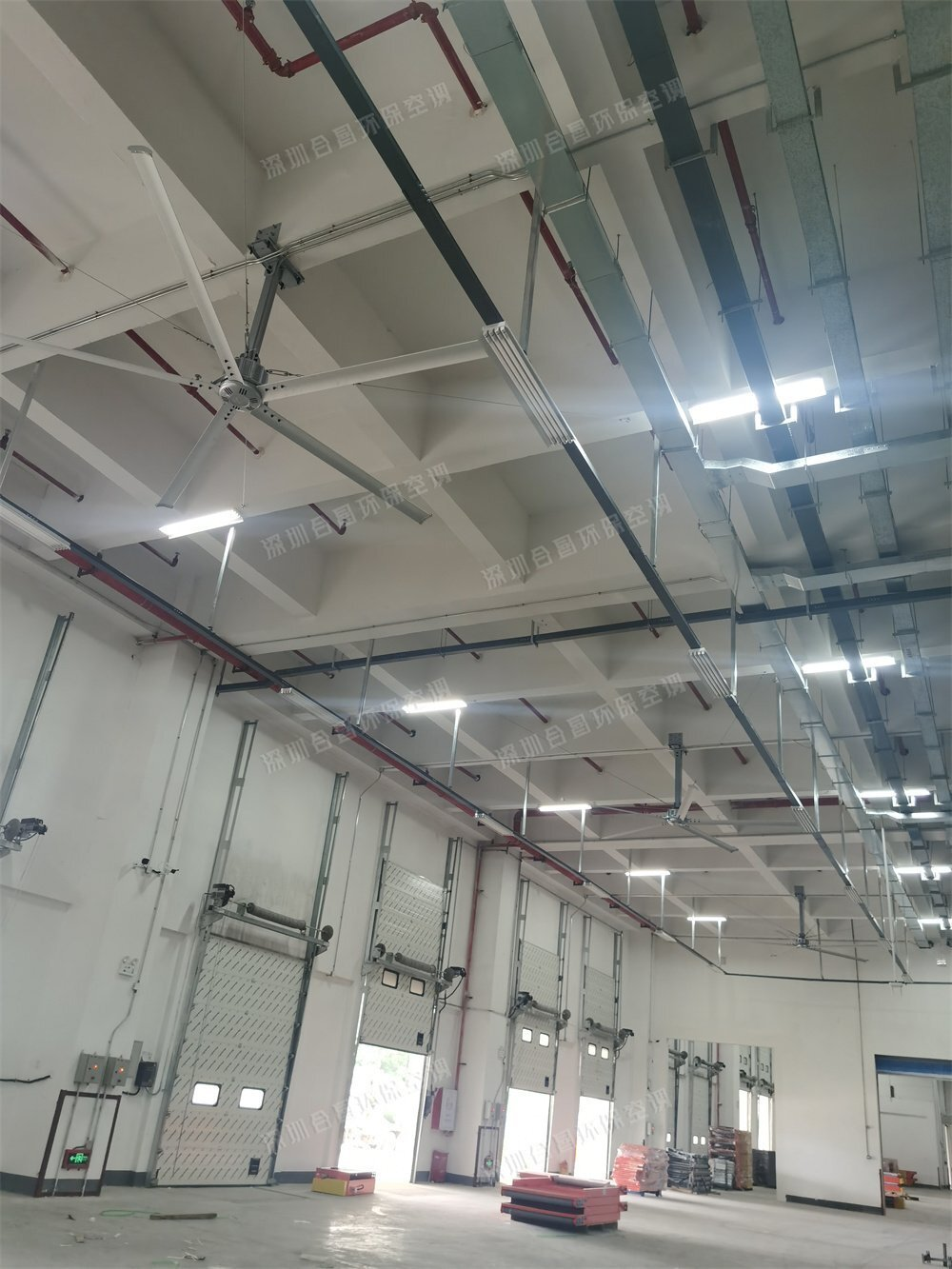为什么现在工厂厂房、仓库通风降温都喜欢安装工业大风扇?